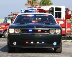 Прикрепленное изображение: challenger-cop-car.jpg