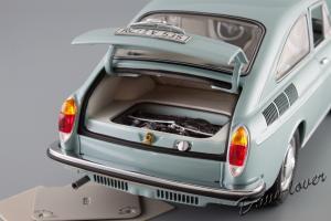 Прикрепленное изображение: Volkswagen 1600 TL Fastback Minichamps 100051020_10.jpg