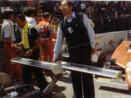 Прикрепленное изображение: 1982-Long Beach-126 C2-essais-aile arr-Forghieri.jpg