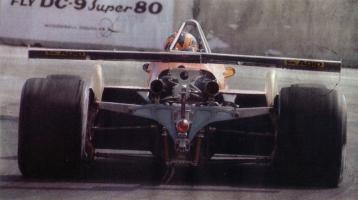 Прикрепленное изображение: 1982-Long Beach-126 C2-Villeneuve-course-5.jpg