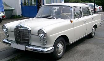Прикрепленное изображение: 800px-Mercedes-Benz_W110_front_20080703.jpg