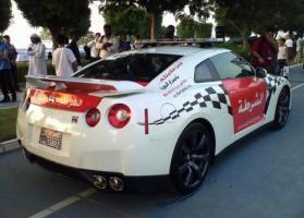 Прикрепленное изображение: Dubai-Police-Patrols-in-Nissan-GT-R_2-500x358.jpg