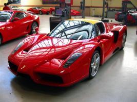 Прикрепленное изображение: md_Ferrari_F60_Enzo_-_front_left_3_(Richmond,_Victoria,_10_Oct_07).jpg