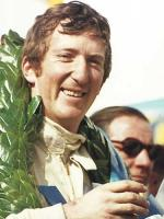 Прикрепленное изображение: Joche__Rindt_takes_Winners_Garland_Thruxton_19691.jpg