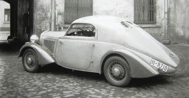Прикрепленное изображение: W22 Stromlinien Coupe mit werkurztem Radstand 1934 копия.jpg