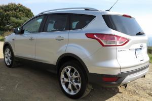 Прикрепленное изображение: 2013-Ford-Escape-Back-Angle.jpg