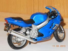 Прикрепленное изображение: triumph TT600.jpg