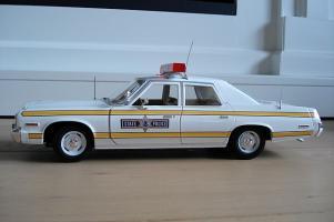 Прикрепленное изображение: 1974 Dodge Monaco - Illinois State Police stripes custom.jpg
