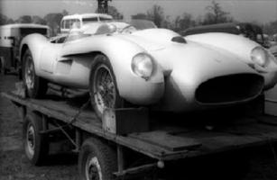 Прикрепленное изображение: Ferrari 250 Testa Rossa sitting on a surplus WWII German searchlight trailer is the Ecurie Francorchamps 0736 TR.jpg