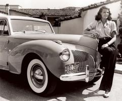 Прикрепленное изображение: Rita Hayworth -- 1941 Lincoln Continental.jpg