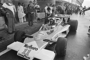 Прикрепленное изображение: McLaren_M23_1976_Holland.jpg