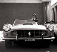 Прикрепленное изображение: Audrey Hepburn Ferrari 250 PF Cabriolet.jpg