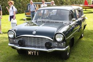 Прикрепленное изображение: Vauxhall PA Cresta Friary Etate.1962.01.jpg