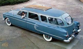 Прикрепленное изображение: Henney-Packard Super Station Wagon-1954.01.jpg