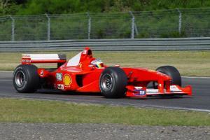 Прикрепленное изображение: Ferrari-F1-2000-3030.jpg