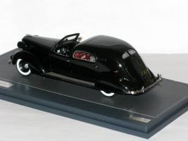 Прикрепленное изображение: Chrysler Imperial C-15 Town Car 1937 004.JPG