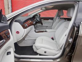 Прикрепленное изображение: Mercedes_CLS-Class_Sedan_2010 (2).jpg