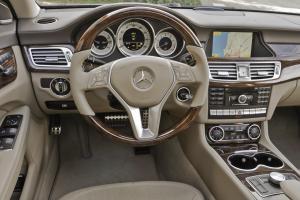 Прикрепленное изображение: 2012-Mercedes-CLS550-132.jpg