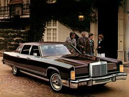 Прикрепленное изображение: Lincoln Continental Town Car 1977.jpg