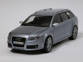 Прикрепленное изображение: 035-Audi RS4 Avant (Minichamps) #1.JPG