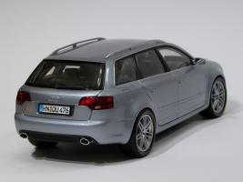 Прикрепленное изображение: 035-Audi RS4 Avant (Minichamps) #2.JPG