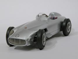 Прикрепленное изображение: 050-Mercedes-Benz W196 Monoposto (CMC) #1.JPG