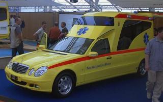 Прикрепленное изображение: MercedesBenz-211-Miesen-Netherlands-ambulance2.jpg