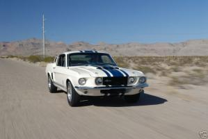 Прикрепленное изображение: 1967-ford-mustang-shelby-supersnake-gt40-one-of-one-goodyear-7.jpg