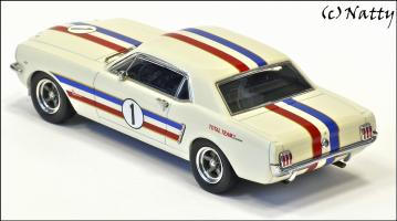 Прикрепленное изображение: 1966 Ford Mustang ATCC Winner Ian \'Pete\' Geoghegan Total Team - Apex Replicas - AR0202 - 4_small.jpg