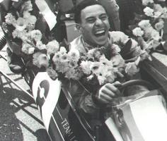 Прикрепленное изображение: 1963_Monza-Jim_Clark-Lotus_25-.jpg