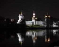 Прикрепленное изображение: Новодевичий ночью май 2010.jpg