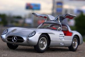 Прикрепленное изображение: Mercedes-Benz 300SLR Uhlenhaut Coupe (W196 S) 28.jpg