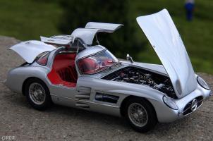 Прикрепленное изображение: Mercedes-Benz 300SLR Uhlenhaut Coupe (W196 S) 32.jpg