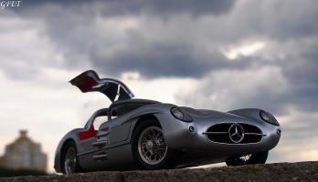 Прикрепленное изображение: Mercedes-Benz 300SLR Uhlenhaut Coupe (W196 S) 48.jpg