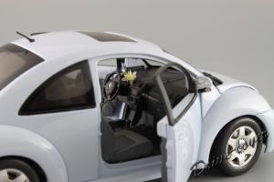 Прикрепленное изображение: Volkswagen New Beetle Autoart 79732_09.JPG