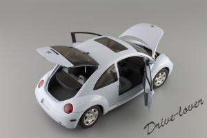 Прикрепленное изображение: Volkswagen New Beetle Autoart 79732_07.JPG