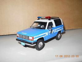 Прикрепленное изображение: Colobox_Ford_Bronco_2_NYPD_PremiumX~02.jpg