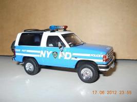 Прикрепленное изображение: Colobox_Ford_Bronco_2_NYPD_PremiumX~03.jpg