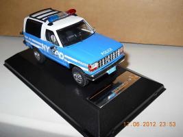 Прикрепленное изображение: Colobox_Ford_Bronco_2_NYPD_PremiumX~01.jpg