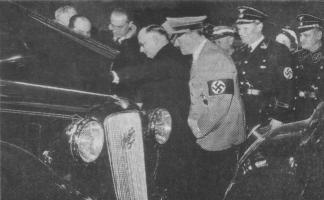 Прикрепленное изображение: Гитлер осматривает Austin.jpg