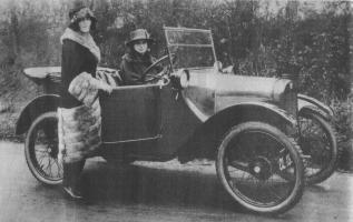 Прикрепленное изображение: Austin Seven и девушки.jpg