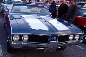 Прикрепленное изображение: \'69_Oldsmobile_442_Convertible_(Les_chauds_vendredis_\'10).jpg