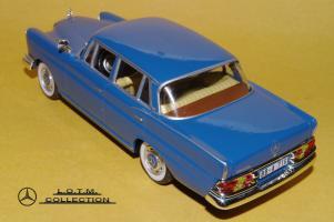 Прикрепленное изображение: 52. 1959 W111 220SE 4-door (IXO) (3).JPG