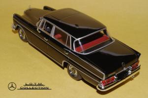 Прикрепленное изображение: 62. 1963 W112 300SE Lang (Minichamps) (3).JPG
