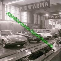 Прикрепленное изображение: Ferrari 365 California  — автомобиль посередине.jpg