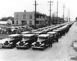 Прикрепленное изображение: 1933-Chevrolet-Factory-Photo-Detroit-Police-Dept.jpg
