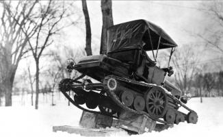 Прикрепленное изображение: Ford-Model-T-Centennial-Converted-into-a-Snowmobile.jpg