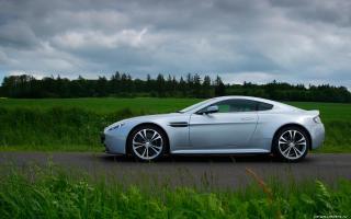 Прикрепленное изображение: Aston-Martin-V12-Vantage-Titanium-Silver-2009-1920x1200-019.jpg