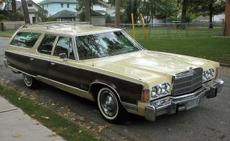 Прикрепленное изображение: Chrysler Town & Country Wagon - 1976.01.jpg