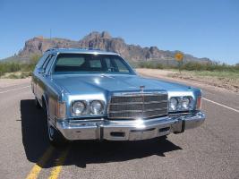 Прикрепленное изображение: Chrysler Town & Country Wagon - 1976.02.jpg